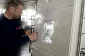 Meschede Haustüren, gefertigt von Meisterhand. Hier zählen Präzision und handwerkliches Geschick.